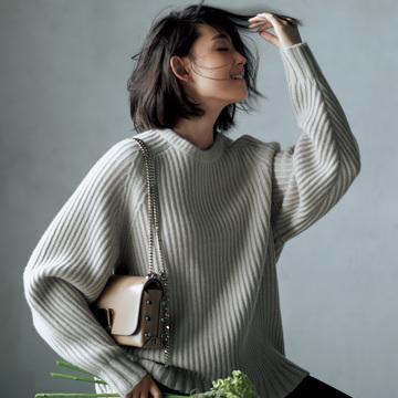 3. 編み方でさりげなく個性を表現。ラグラン袖ならカジュアルな顔に