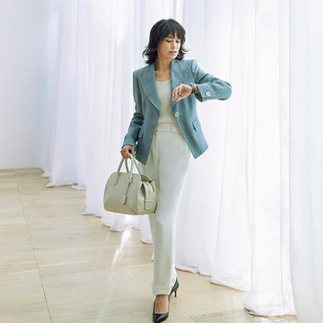 ブルーグレーで柔らかな印象に!「ジョルジオ アルマーニ」のテーラードジャケット