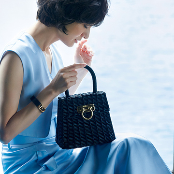 【フェラガモのかごバッグ】アートピースのような美しい編み目のハンドバッグ