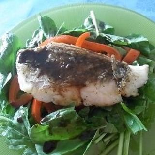 サラダ感覚でいただく、ローストパプリカと白身魚のソテーレシピ