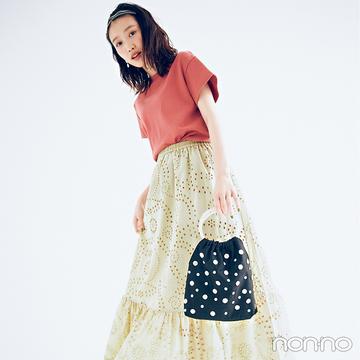 カットワークレースのスカートときれい色Tで今っぽフェミニン【毎日コーデ】
