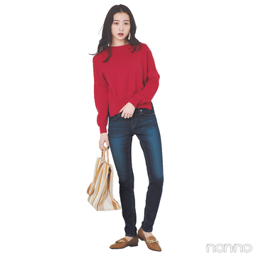 赤×濃紺スキニーのメリハリ配色でラフなのに印象的なスタイルに♡【毎日コーデ】