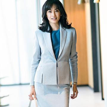 【着映える春スーツ】品格ブルーで周囲を魅了。「アクリス」の美シルエット極上スーツ