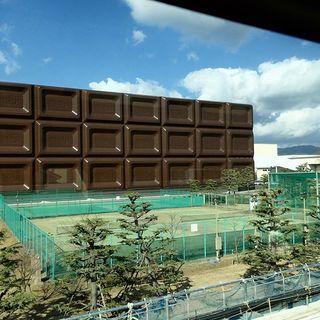 『在来線の車窓から 1』チョコレートのある風景