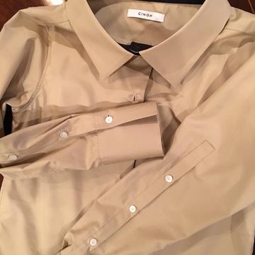 CINOHのシャツ