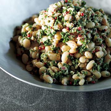作りおきに便利!赤玉ねぎの香り楽しめる「白いんげん豆とパセリのサラダ」