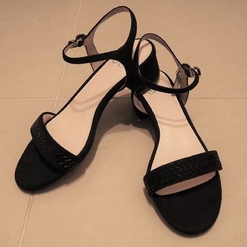 新しい靴を買って春を待つ