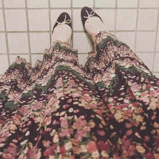 この秋、最初の買い物はドラマチックなロングスカートでした