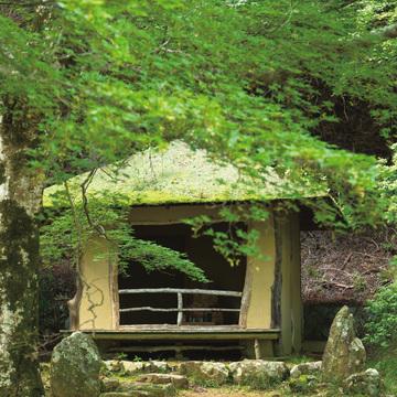 2.いにしえの歌人に思いを馳せ、静寂の秋に身を置く 西行庵