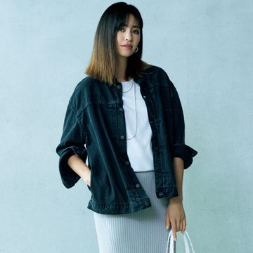黒ジャケットは夏の味方!はおるだけで細見え&洒落感アップ【アラフィー夏の黒の着こなし】