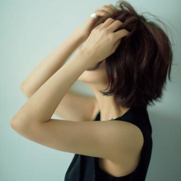 富岡佳子の女性らしい手元、腕をキープするハンド&アームケア