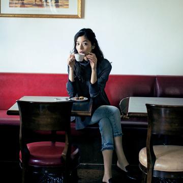 3. 鮮度の高い上品コーデでお気に入りのカフェへ