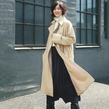 富岡佳子さんがまとう、冬の上質アイテム「ATON」のローデンコート
