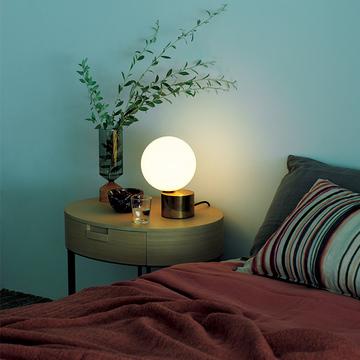 「アーティスティックな照明」で心地よい眠りを!ベッドサイドに灯す柔らかな光【小さな照明】