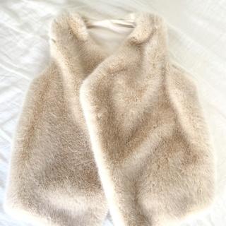 羽織るだけで即「おしゃれ」♡室内のお出かけはエコファージレが大活躍!