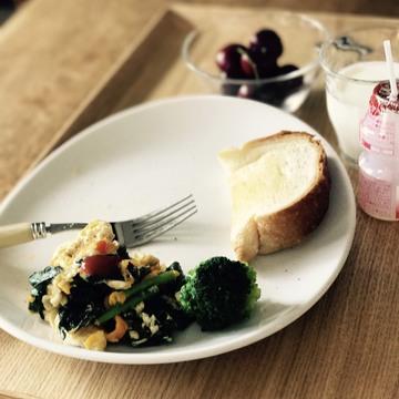 [富岡佳子private life]ふとした朝食の謎