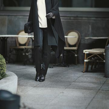 1. シルクカシミアで優雅に着たい、黒カシミヤの美人ケープ