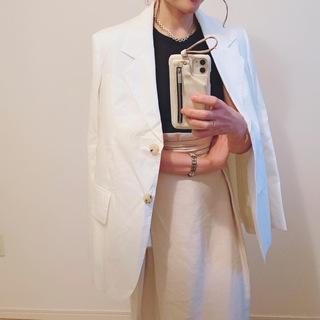 夏にさっと羽織りたい!Acne Studiosの白いジャケット