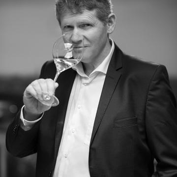 ヴーヴ・クリコの最高級ライン「ラ・グランダム 2008」が登場。その優雅さに酔いしれたい!【飲むんだったら、イケてるワイン/特別編】