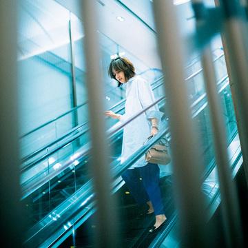 """【富岡佳子 ファッションは私の生き方です。】白シャツが""""自分らしさ""""を引き寄せてくれる"""