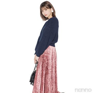 渡邉理佐は光沢ある主役スカートを締め色ニットでバランスよく【毎日コーデ】