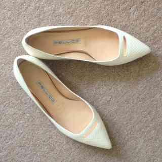 ペリーコのペタンコ靴、春だからきれい色と合わせたいのです!
