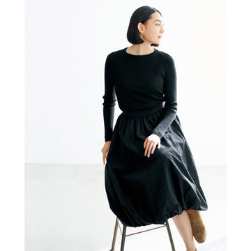 「SLOANE」のニット、「ELIN×éclat」のスカートで着映えるお出かけスタイルが簡単