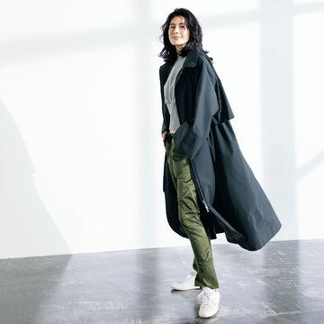 スタイリスト地曳いく子さんセレクション「HERNO」のラミナー フーデッドコートが春のはおりに最適!