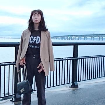 H&MのROCK Tシャツで大人コーデ