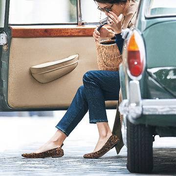 色やデザインで大人らしいインパクトを!印象派フラット靴【秋を先どる大人靴】