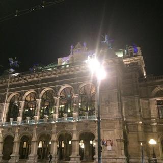 象徴的な建物のひとつ、オペラ座です。