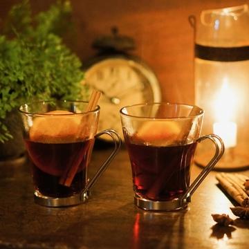 寒い冬にはスパイスの効いたホットワインを