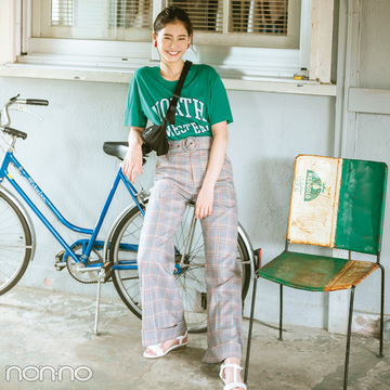 新木優子はロゴTシャツとチェックワイドパンツで新鮮テイストミックス【毎日コーデ】