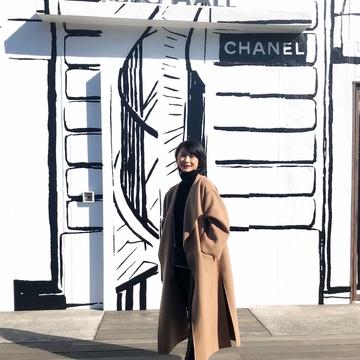 お気に入りキャメル色のコートとシャネル展