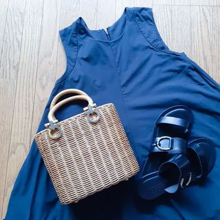 この夏のスタメン服は黒のノースリーブワンピース