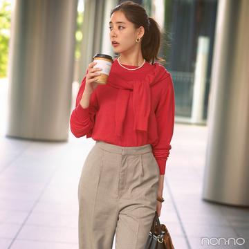 新木優子は目を引く赤のツインニットで大人な秋スタイル【毎日コーデ】