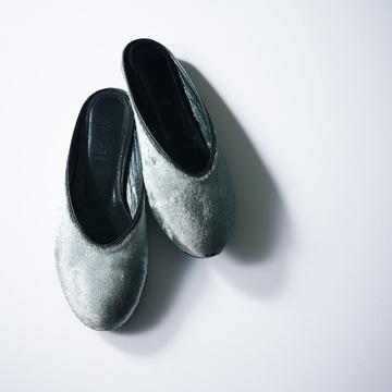 まじめ顔スーツにこなれたリラックス感を漂わせる「トラッド靴スリッパ」 五選