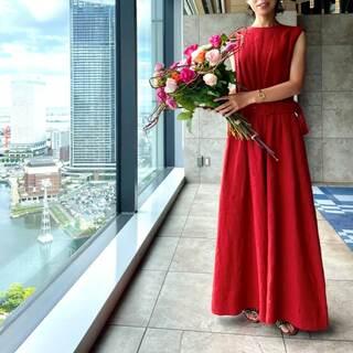 この夏「ブリックレッド」のドレスは、オールインワンで決まり!!