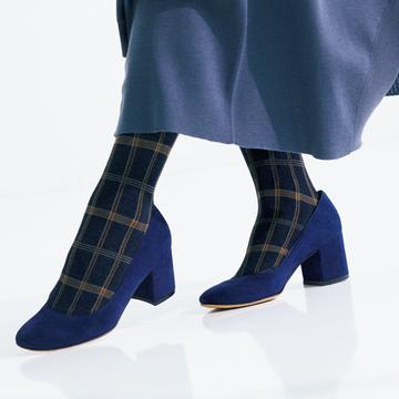 <パンプス×タイツ編>装いを洗練するこの冬の小物テクニック【大草直子さんの最新ファッション戦略】