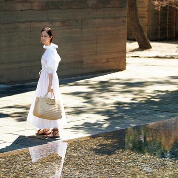 【富岡佳子のリュクスなかごバッグ】かごトートバッグで大人カジュアルの装いをさらに刷新!