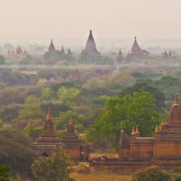 <ミャンマーの旅>見晴るかす三千基のパゴダ、バガン王朝の栄枯盛衰(バガン①)