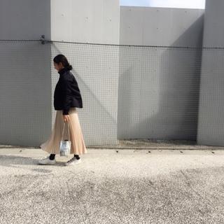 シャンパンカラーの春なサテンスカートはH&Mで♪