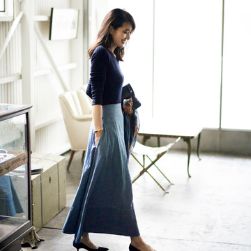 5. ニット+スカート。シンプルな着こなしも最旬バランスで