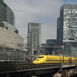 幸福を運ぶ黄色い列車。