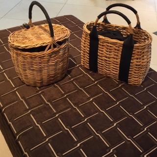 巾着型のインナーバッグ付で使いやすい、VEGETALのかごバッグ