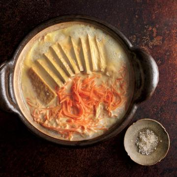 厚揚げとにんじんの豆乳鍋
