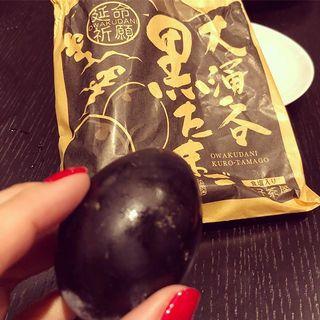 箱根 大涌谷の名物「黒たまご」。ひとつ食べると7年寿命が延びる!?