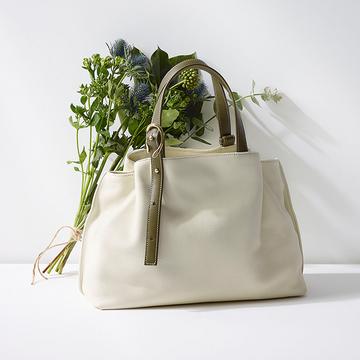 【月刊IBIZA】スタイリスト村山佳世子さんがナビゲート!だから大人に愛される。エッセンシャルなパートナー「IBIZA」のバッグ