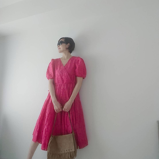 【H&M】鮮やかピンクで40代くすみ顔と気分を明るく!