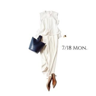 """明日は""""海の日""""。全身白の凛とした爽やかコーデで女っぷり上々♡"""